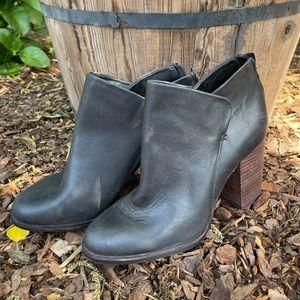 Gianni bindi black leather booties